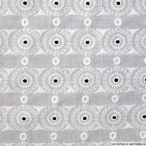 tissu-broderie-anglaise-deesse-athena-